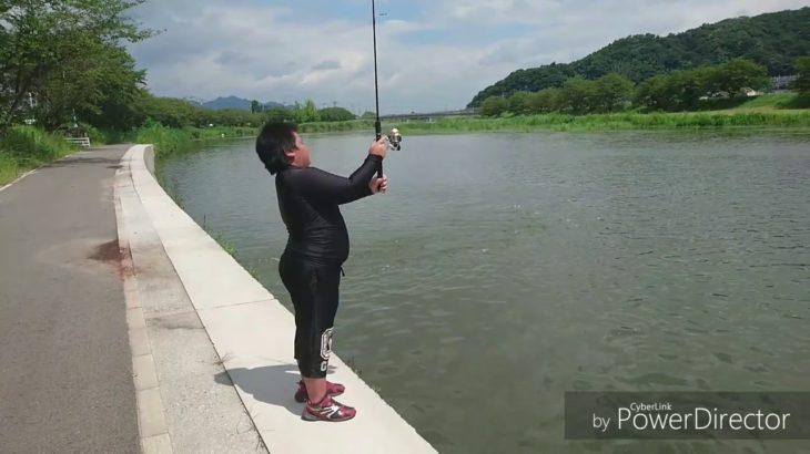 【釣果は❓】じんたまんがブラックバス釣りに行くぜ❗