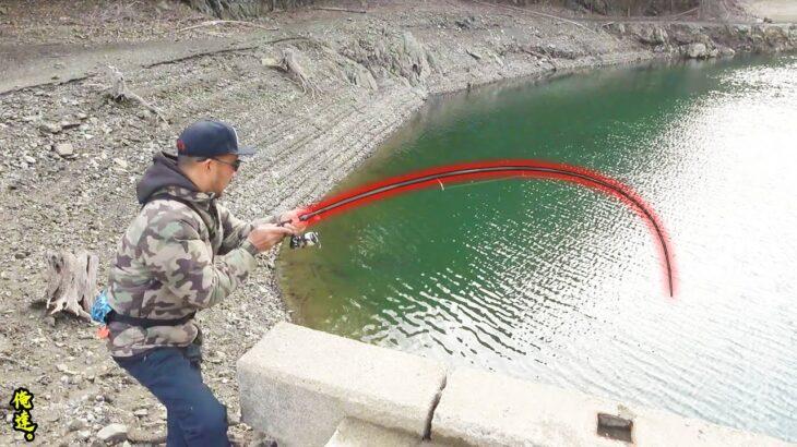 『釣れない日』に5メーター超減水したダムを覗き込むと…
