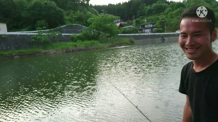 バス釣りしてたらまさかの魚が…そして最後はリーくんも釣られた!
